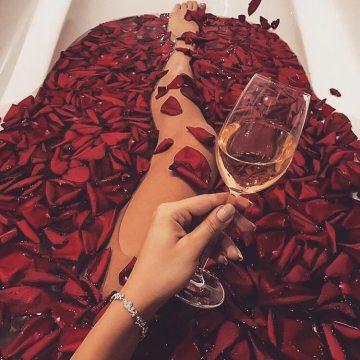 Купить Лепестки роз с Доставкой в Москве