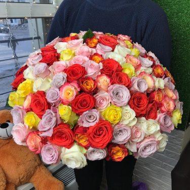 Букет из разноцветных роз от 19 шт.