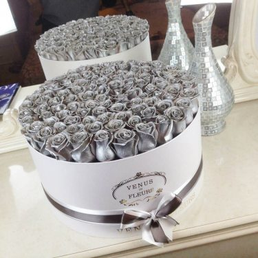 Серебряные розы в коробке