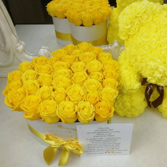 Желтые розы в коробке - сердце
