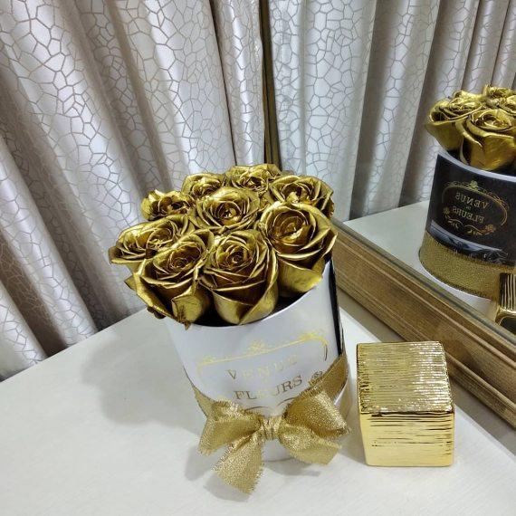 Золотые розы в коробке