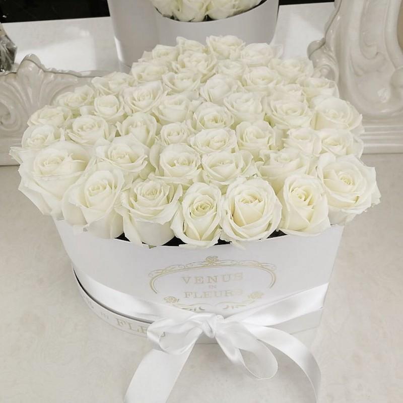 Белые розы в коробке - сердце Розы в коробке Белые Venus in Fleurs