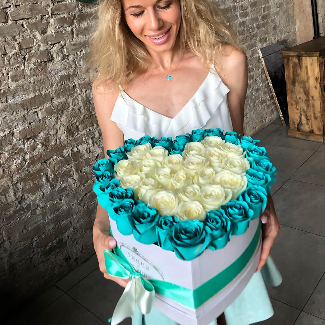 "Тиффани с белыми ""Tiffany Love"" Розы в коробке Белые Venus in Fleurs"