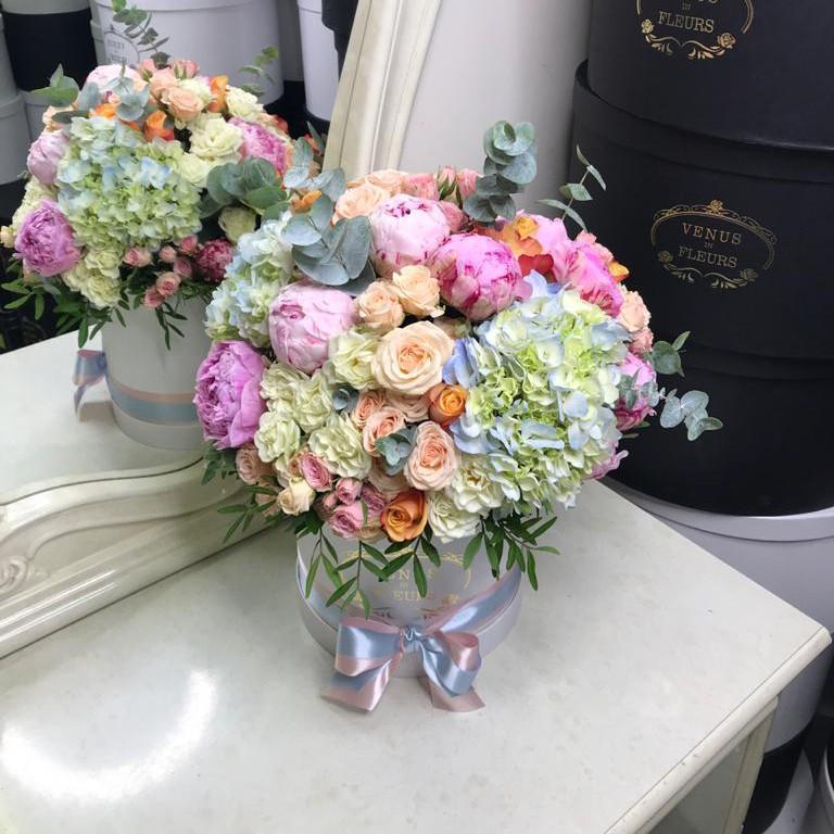 Микс цветов Миксы цветов в коробке Розовые