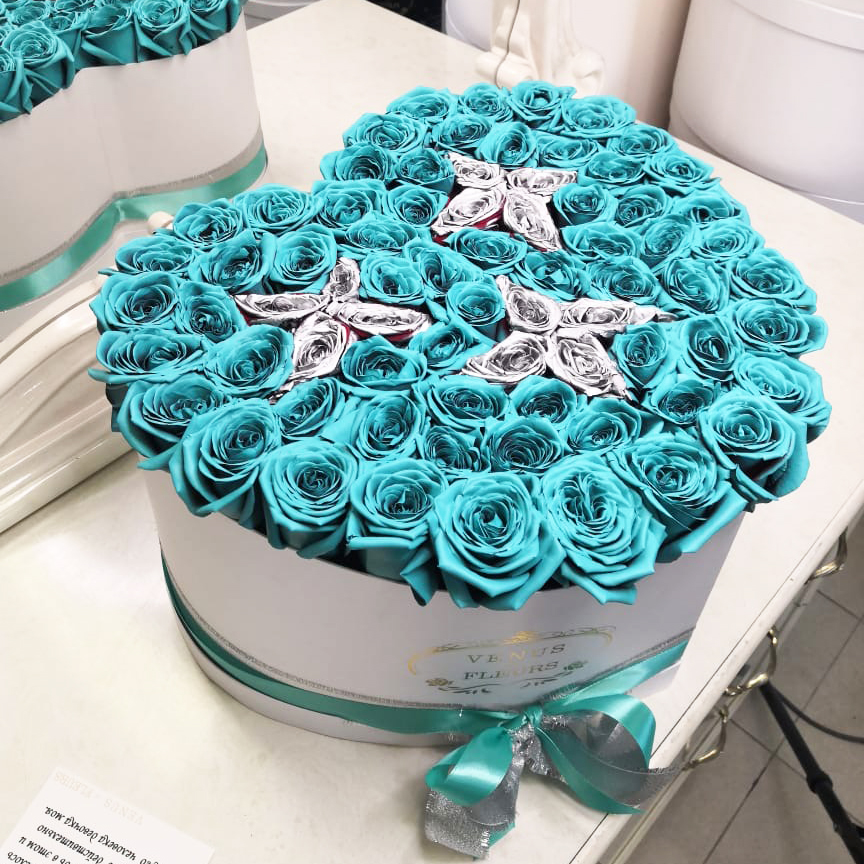 Бирюзовые розы с серебряными звездами Бирюзовые розы Серебряные