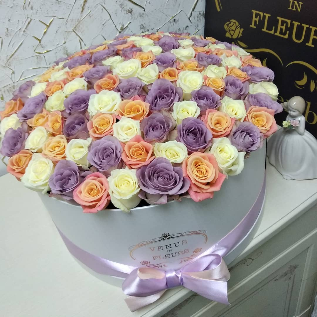 Микс в нежных оттенках Цветы в коробке Розовые Venus in Fleurs