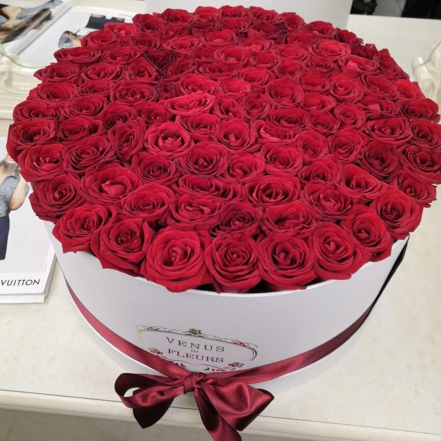101 красная роза в коробке 101 роза в коробке Красные Venus in Fleurs