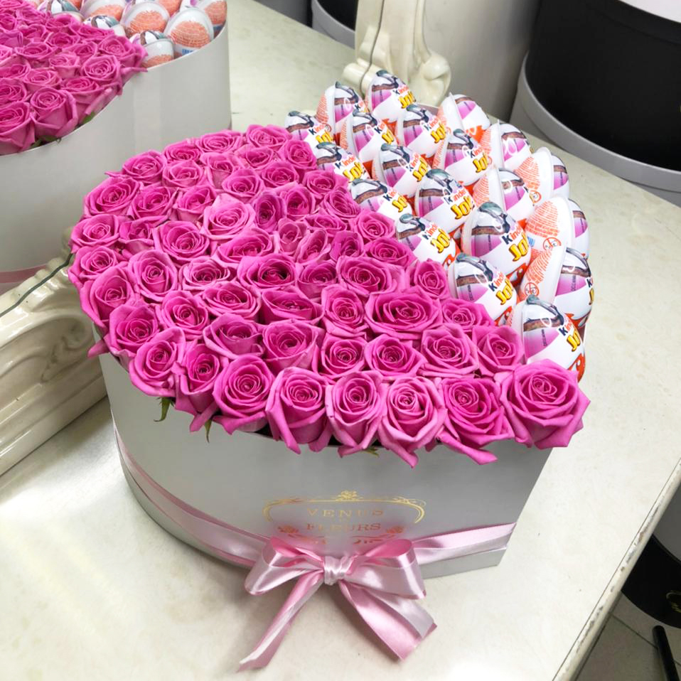 101 розовая роза с киндерами 101 роза в коробке Розовые Venus in Fleurs