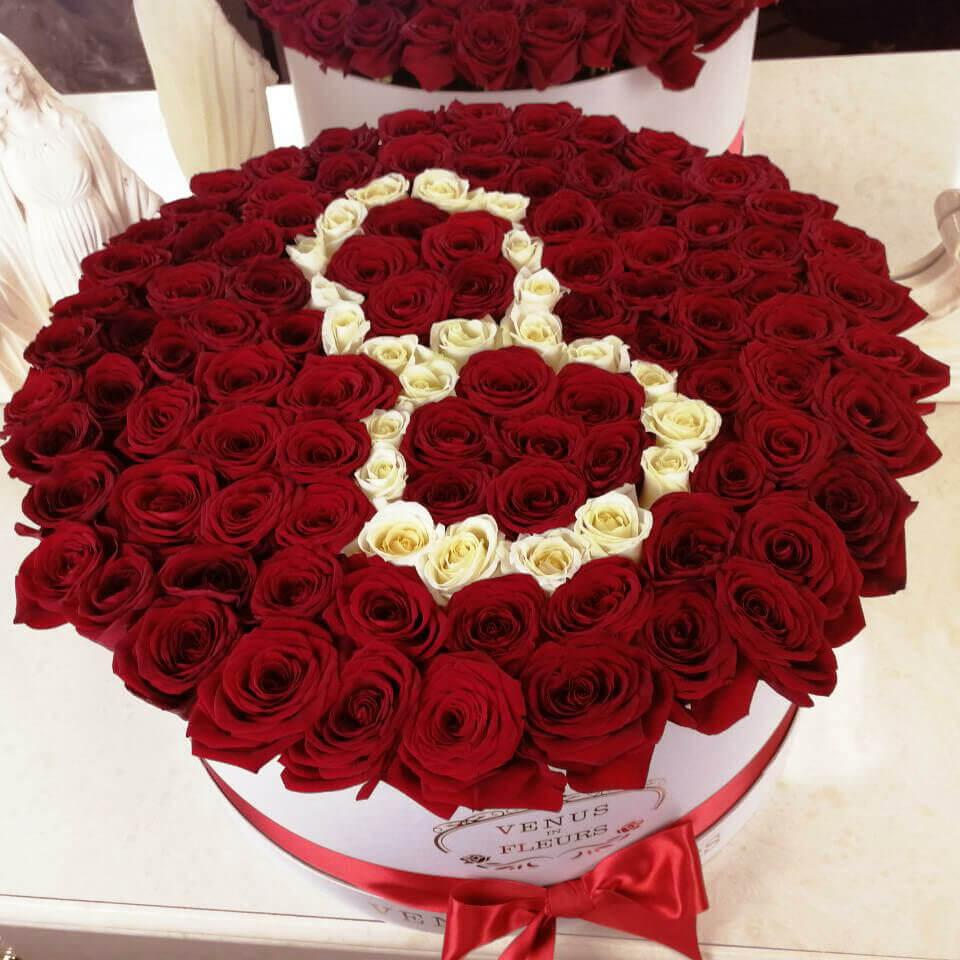 101 красная роза на 8 марта 101 роза в коробке Красные Venus in Fleurs