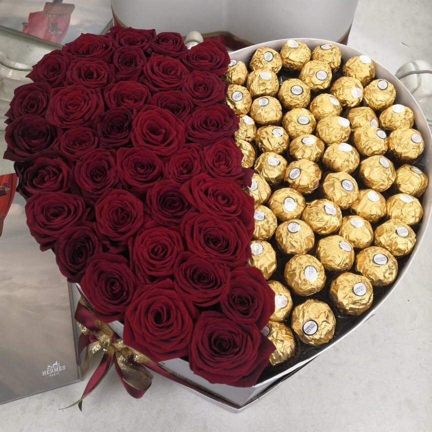 101 роза с конфетами в коробке 101 роза в коробке Красные Venus in Fleurs