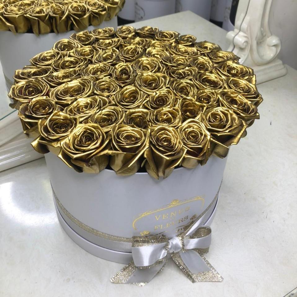 51 золотая роза в белой коробке 51 роза в коробке Золотые Venus in Fleurs