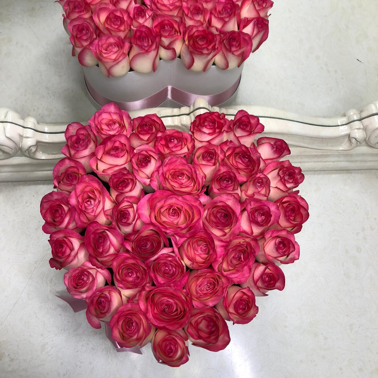 "51 роза ""Джумилия"" в сердце 51 роза в коробке Розовые Venus in Fleurs"
