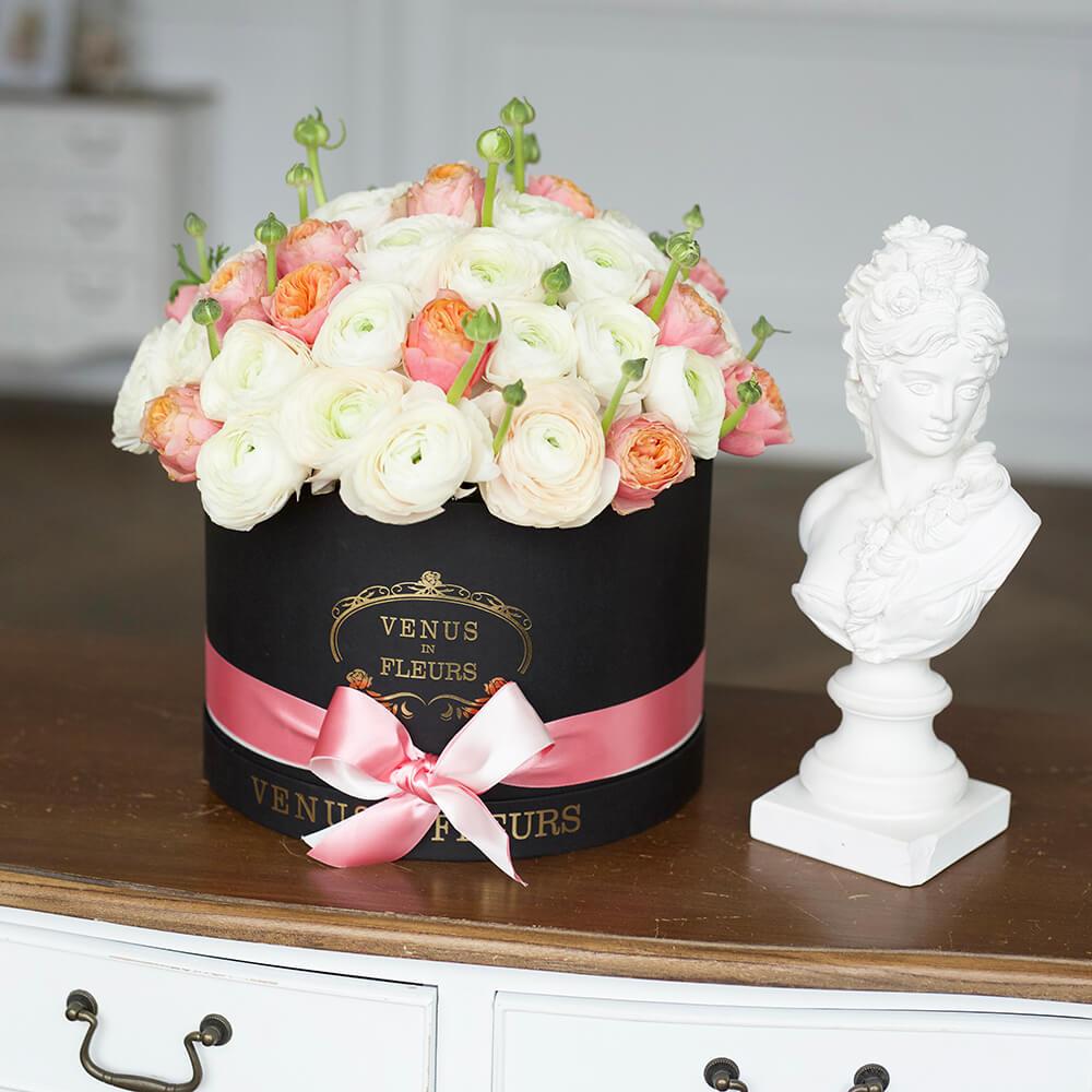 51 ранункулюс в коробке 51 роза в коробке Розовые Venus in Fleurs