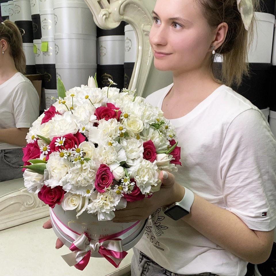 51 малиновая роза в миксе 51 роза в коробке Розовые Venus in Fleurs
