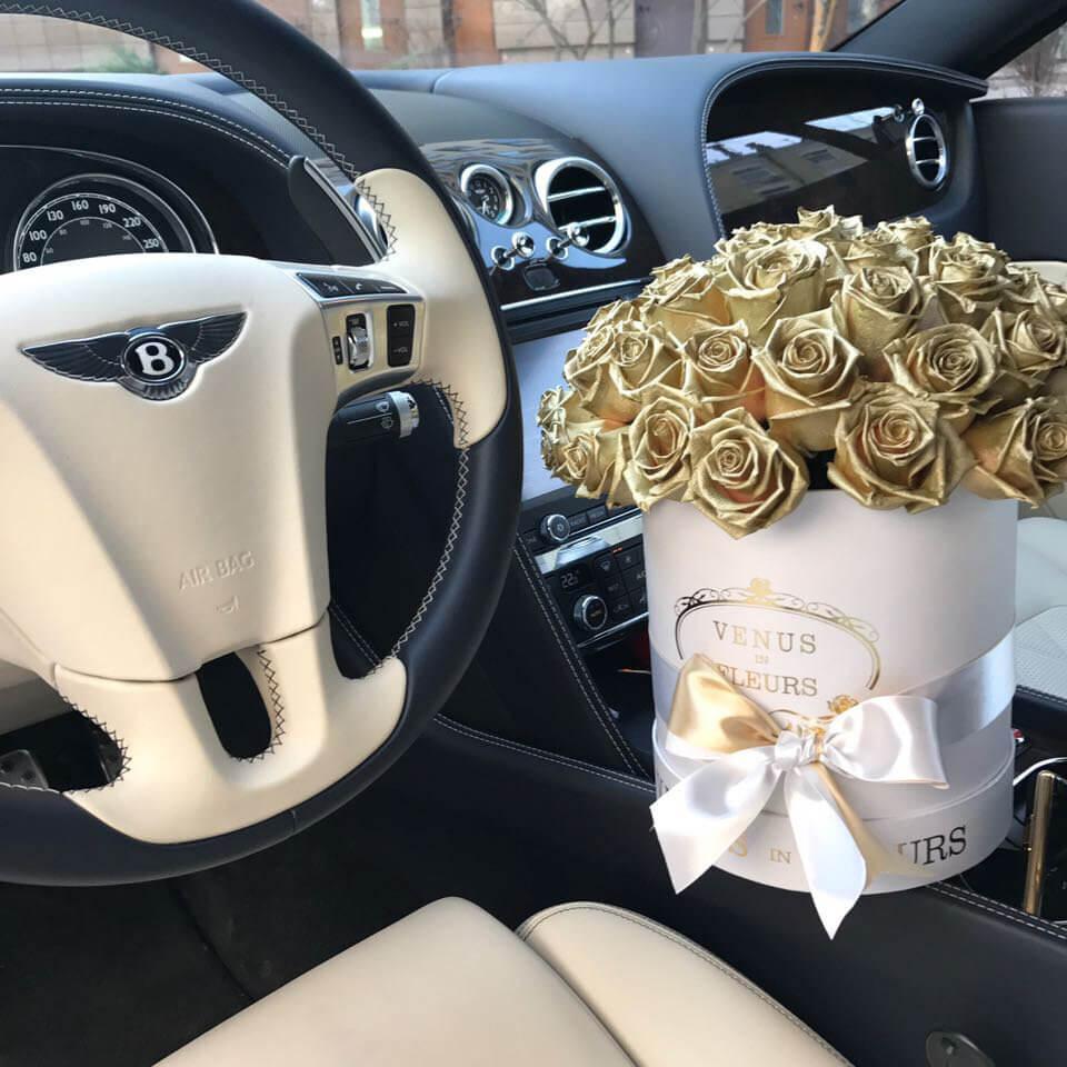 51 золотая роза шаром в коробке 51 роза в коробке Золотые Venus in Fleurs