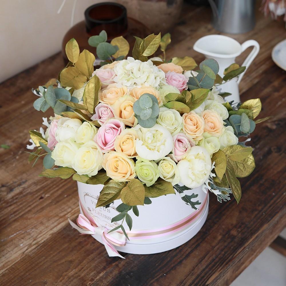 51 роза - GOOD MORNING 51 роза в коробке Белые Venus in Fleurs
