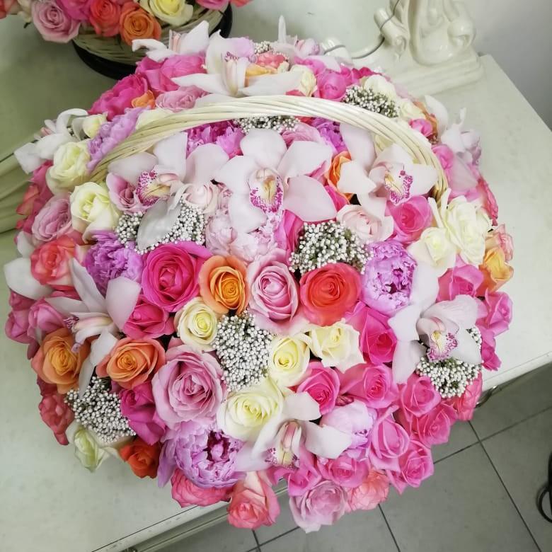 Корзина с нежными цветами Корзины с цветами Розовые Venus in Fleurs