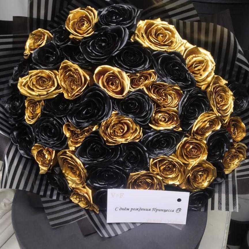 51 черно-золотая роза в букете Букет из 51 розы Venus in Fleurs