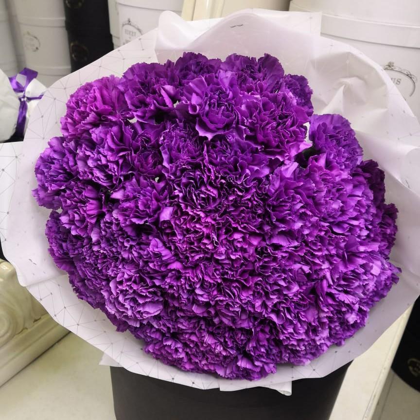 51 фиолетовая гвоздика в букете Букет из 51 розы Фиолетовые Venus in Fleurs