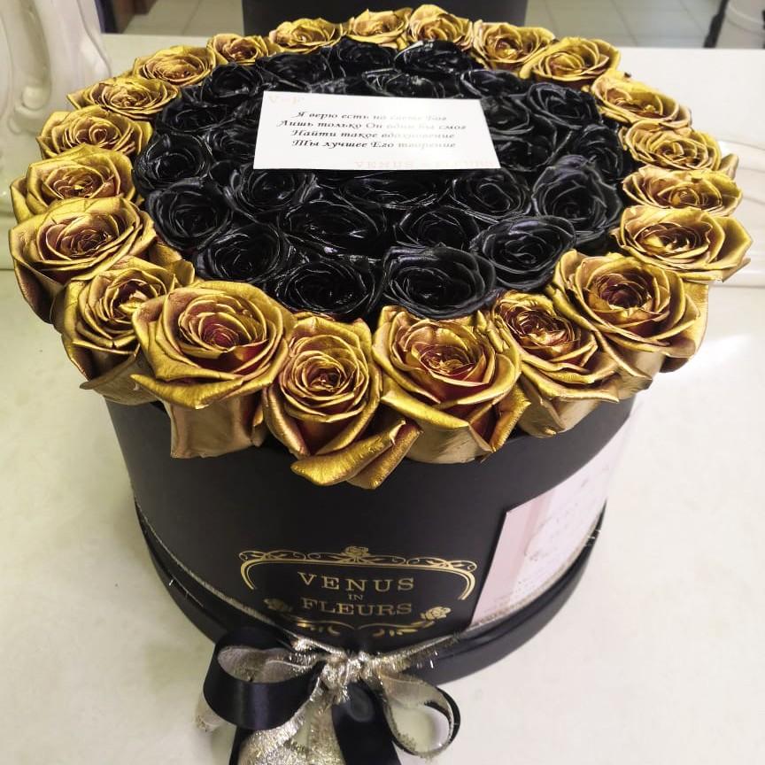 25 черных роз с золотой окантовкой 25 роз в коробке Venus in Fleurs