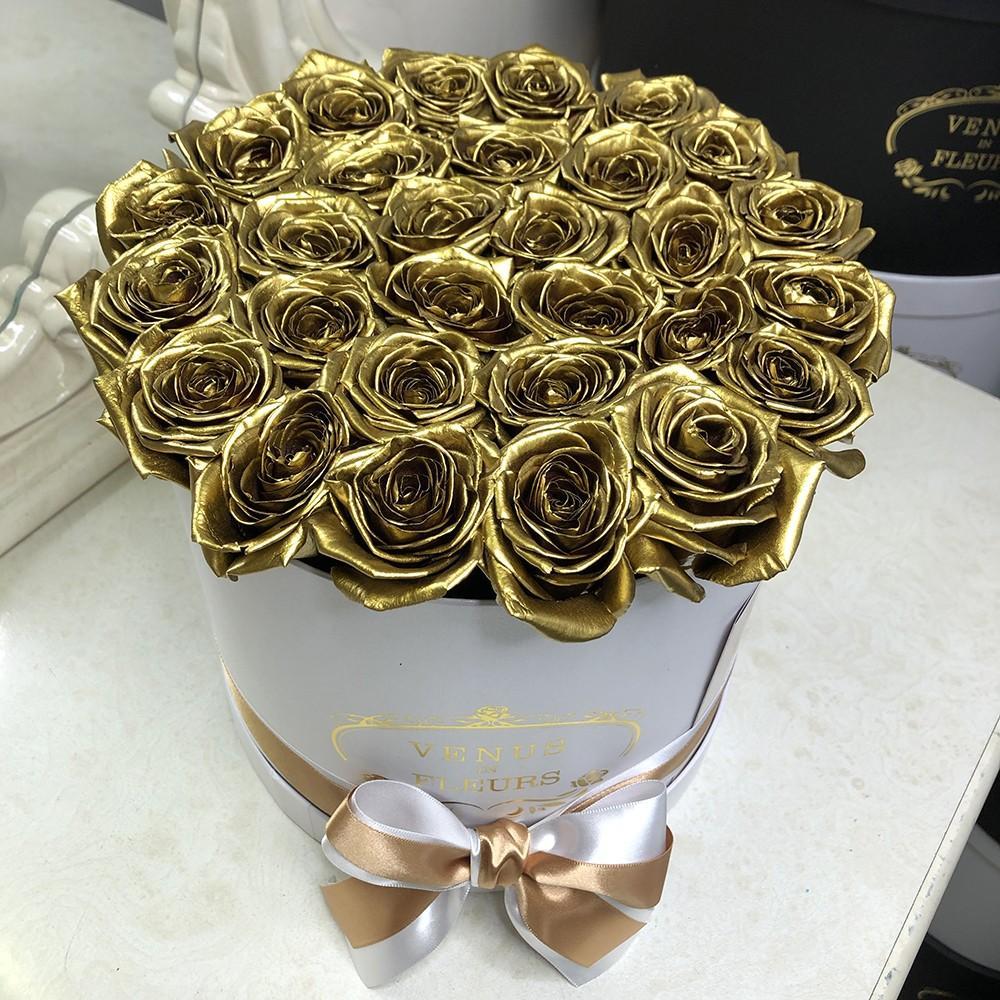 25 золотых роз в белой коробке 25 роз в коробке Venus in Fleurs