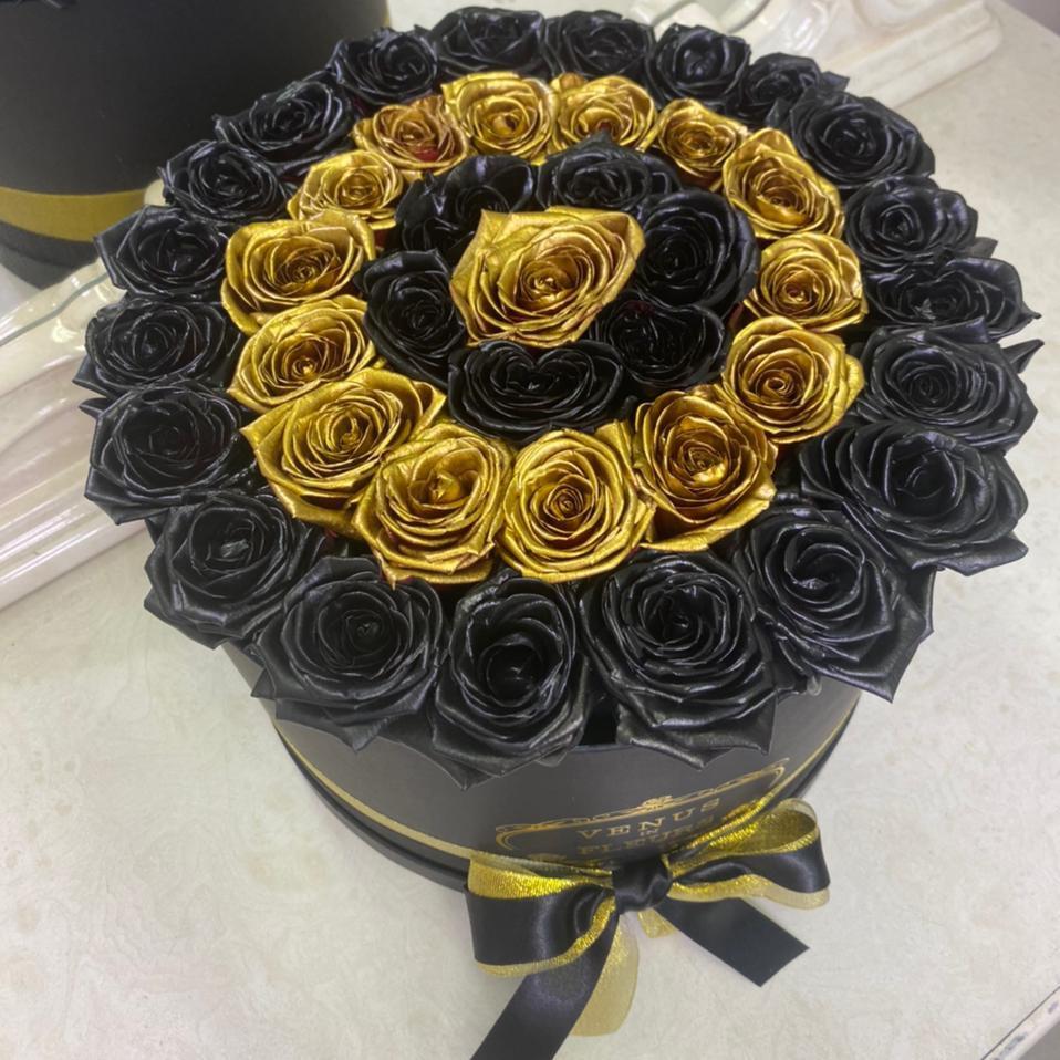 31 черно-золотая роза по спирали 31 роза в коробке Золотые Venus in Fleurs