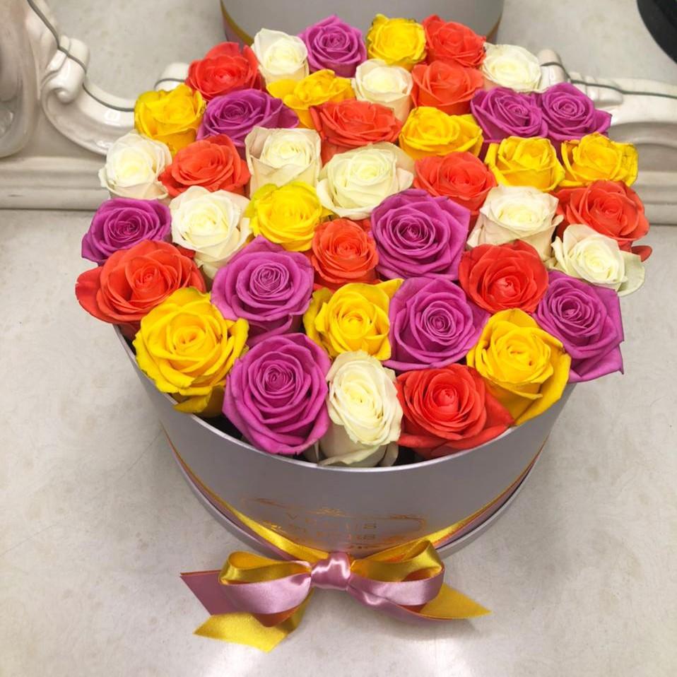25 роз - весенний микс 25 роз в коробке Venus in Fleurs