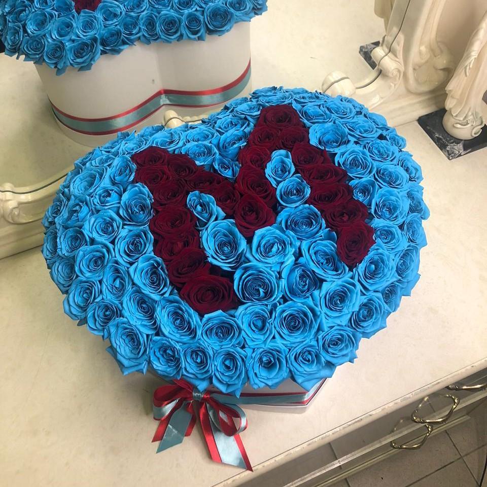 Голубые розы с буквой - сердце Розы с именем Фиолетовые Venus in Fleurs