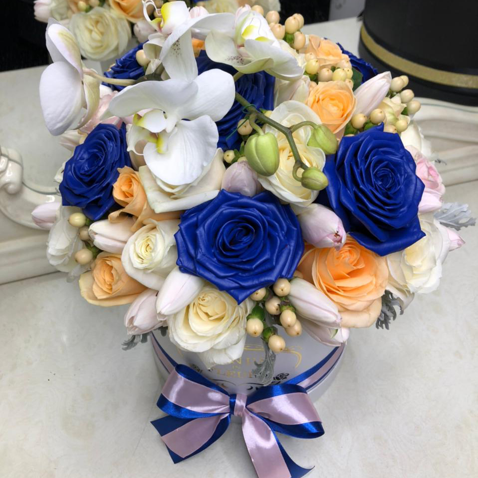 51 роза - изысканный букет 51 роза в коробке Venus in Fleurs
