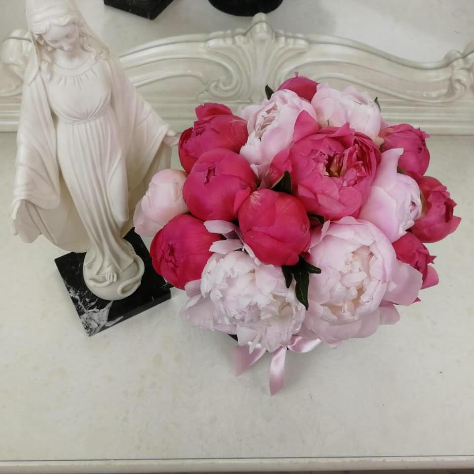 15 пионов в коробке 15 роз в коробке Розовые Venus in Fleurs