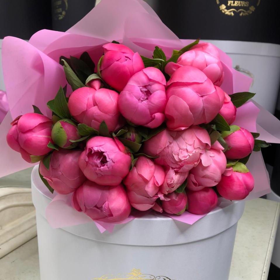 15 коралловых пионов в букете Букет из 15 роз Коралловые Venus in Fleurs
