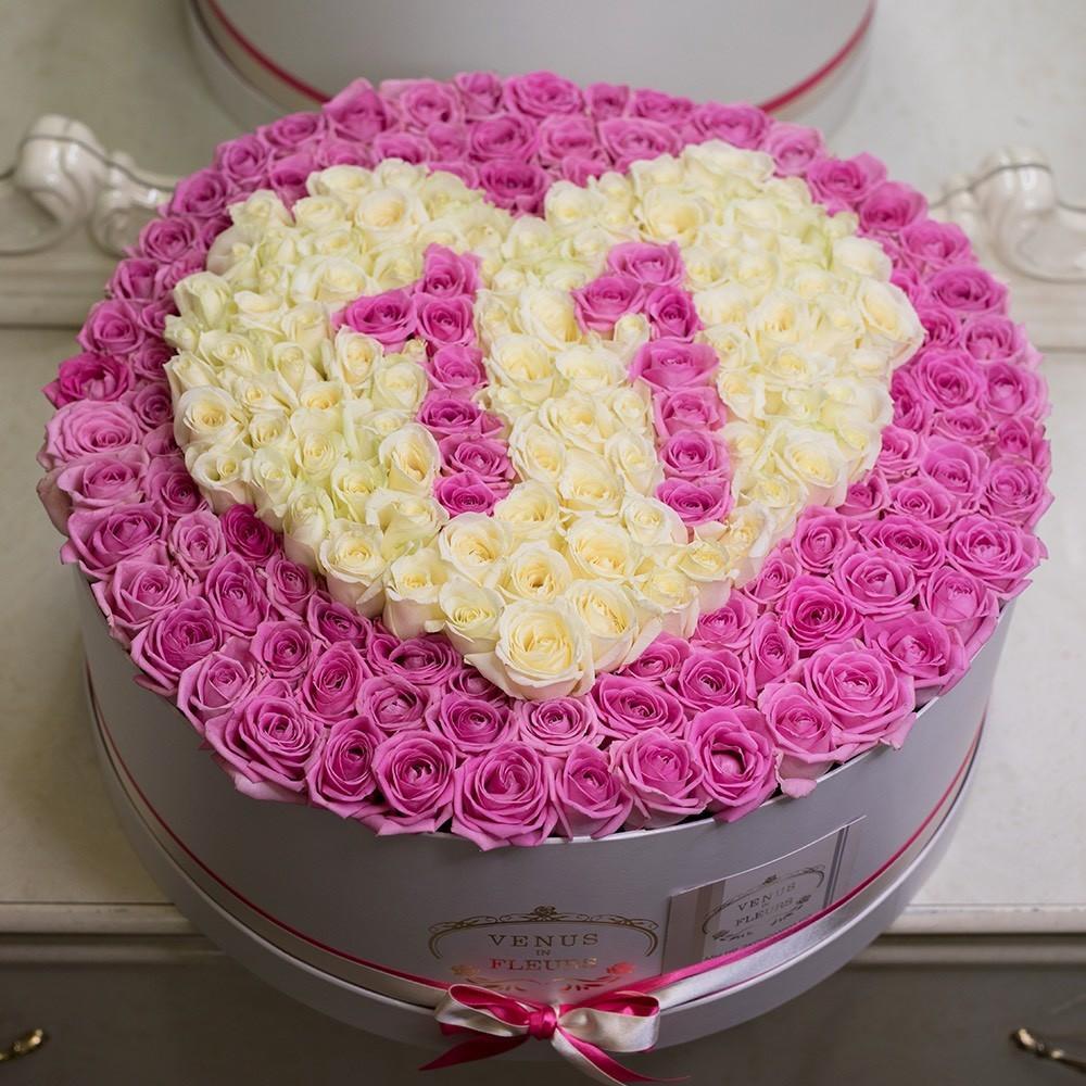 201 розовая роза с датой 201 роза в коробке Розовые Venus in Fleurs