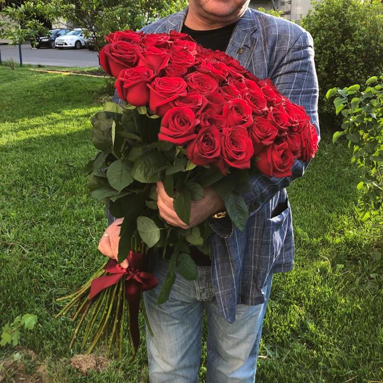 51 красная роза - 80 см. Букет из 51 розы Красные Venus in Fleurs
