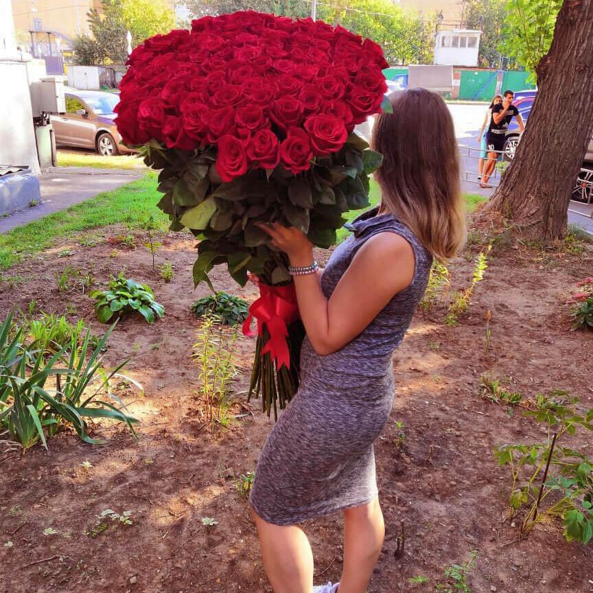 101 метровая красная роза Букет из 101 розы Белые Venus in Fleurs