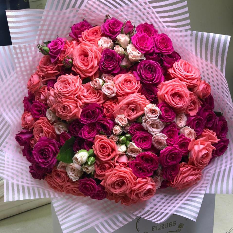 51 кустовая розово-малиновая роза в букете Букет из 51 розы Розовые Venus in Fleurs