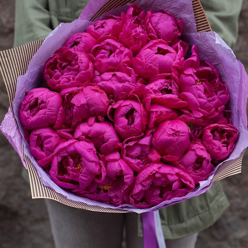 25 малиновых пионов в букете Букет из 25 роз Малиновые Venus in Fleurs