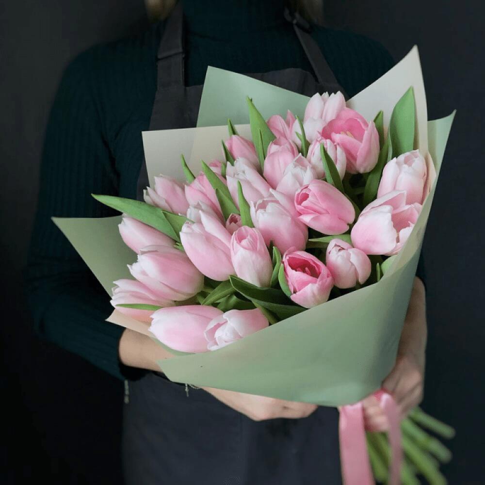 25 розовых тюльпанов в букете Цветы в коробке Розовые Venus in Fleurs