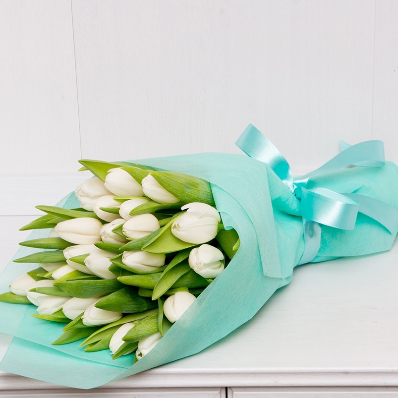 25 белых тюльпанов в букете Цветы в коробке Белые Venus in Fleurs