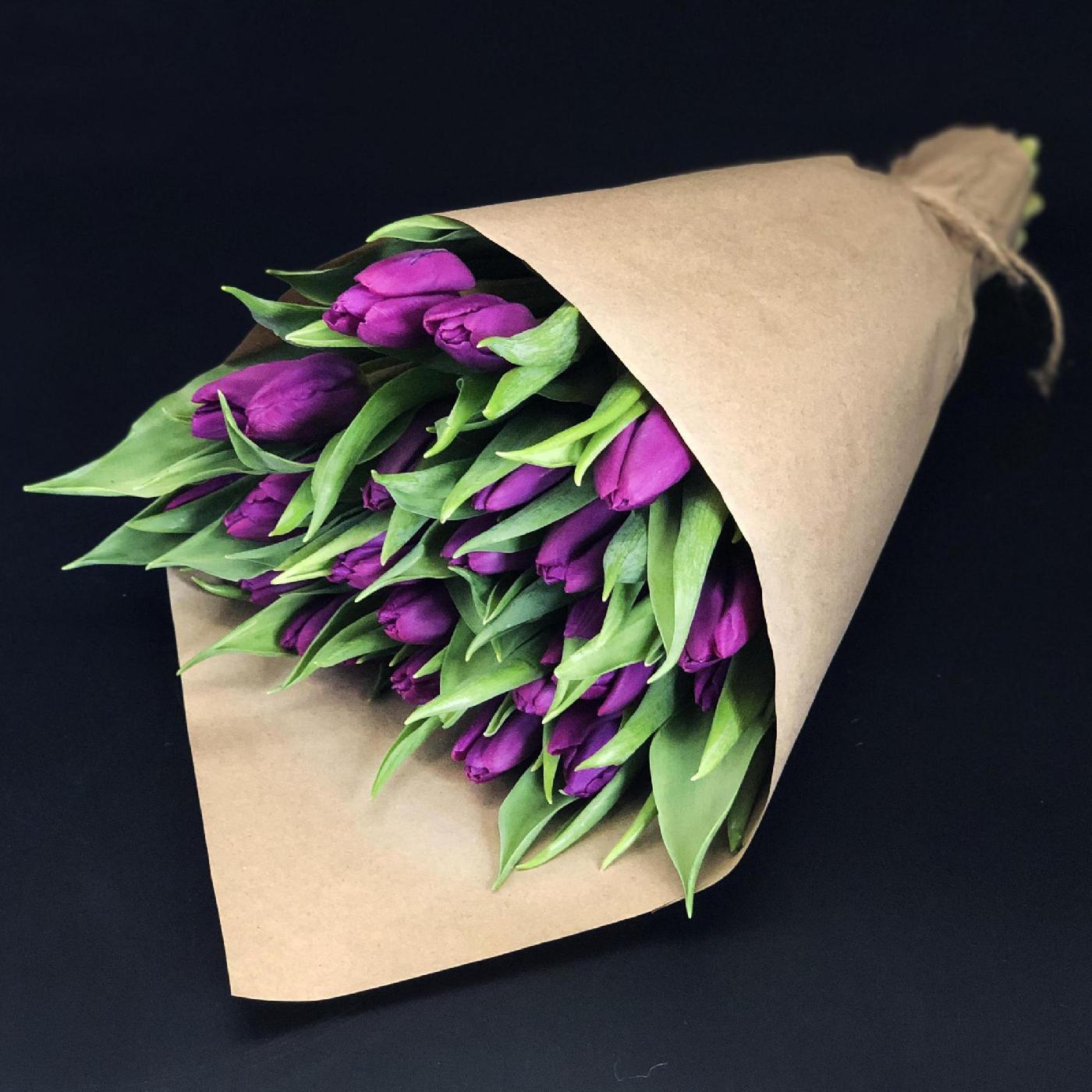 25 фиолетовых тюльпанов в букете Цветы в коробке Фиолетовые Venus in Fleurs