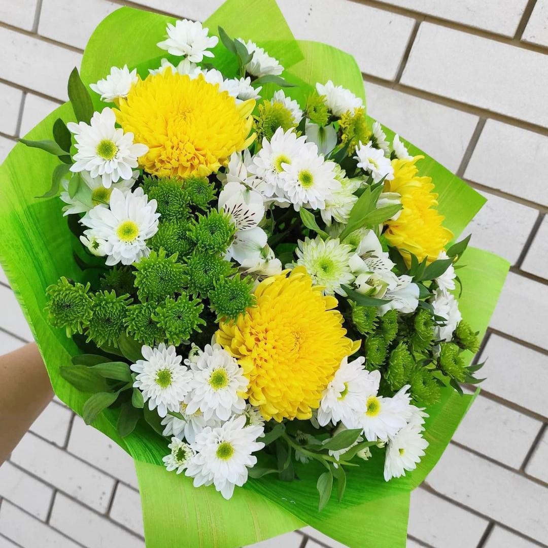 29 хризантем в миксе Белые