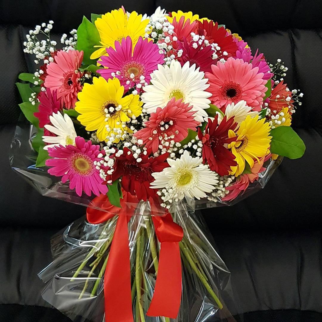 25 разноцветных гербер в букете Герберы Красные Venus in Fleurs