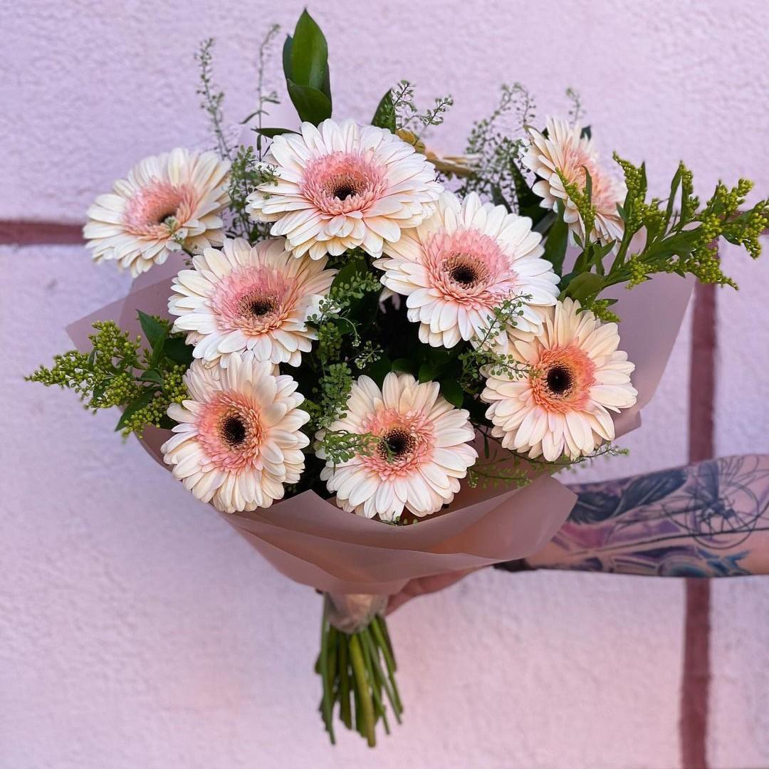 9 светло-розовых гербер Герберы Розовые Venus in Fleurs