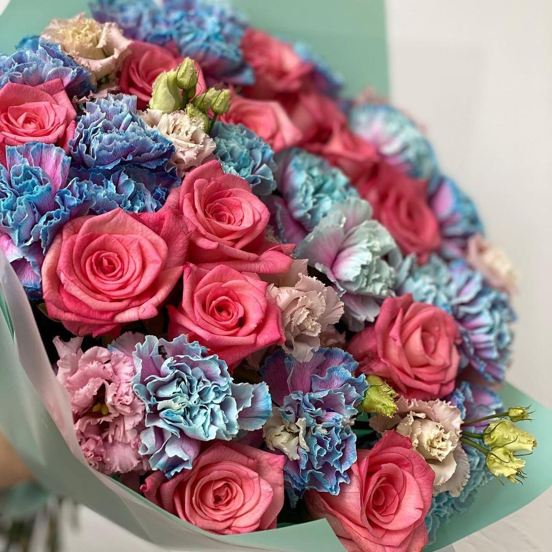 Гвоздики с розами в букете Гвоздики Розовые Venus in Fleurs