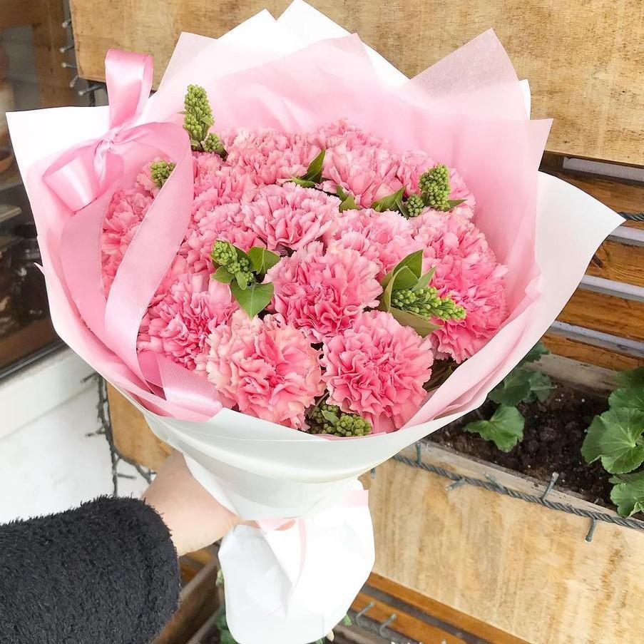 19 нежных гвоздик в букете Гвоздики Розовые