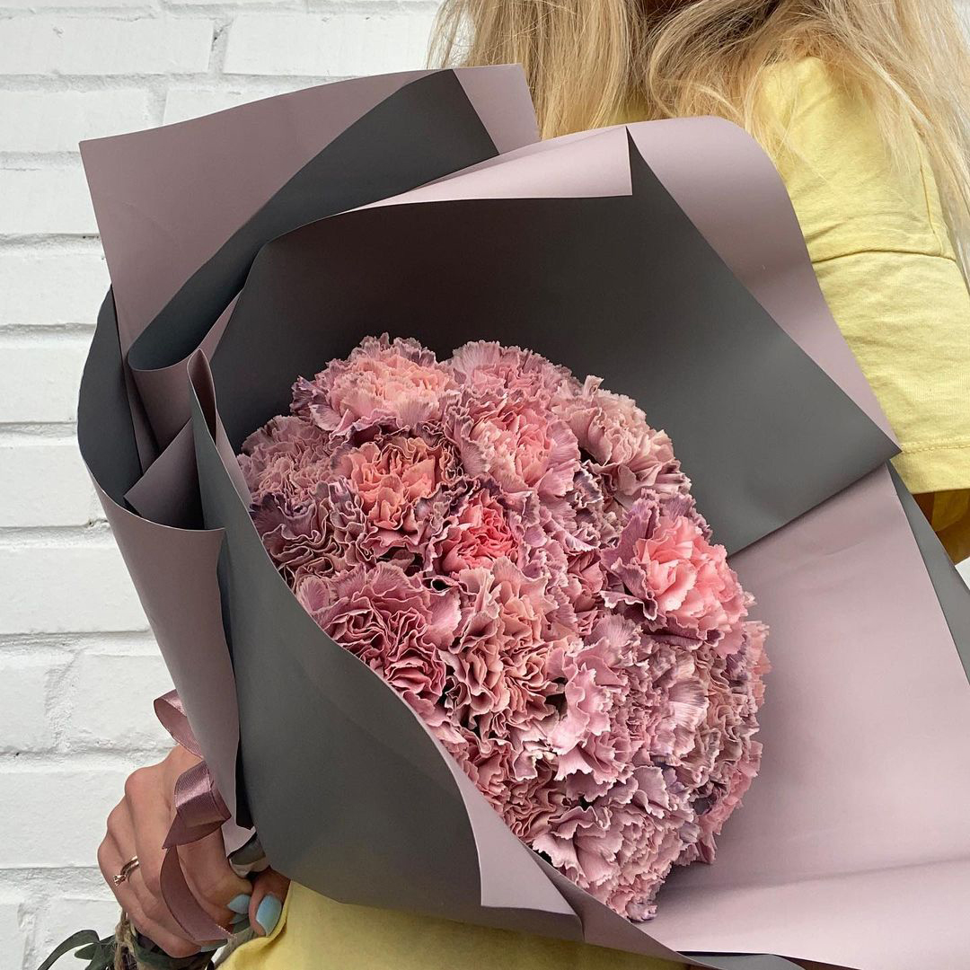 29 мраморных гвоздик в букете Гвоздики Розовые Venus in Fleurs