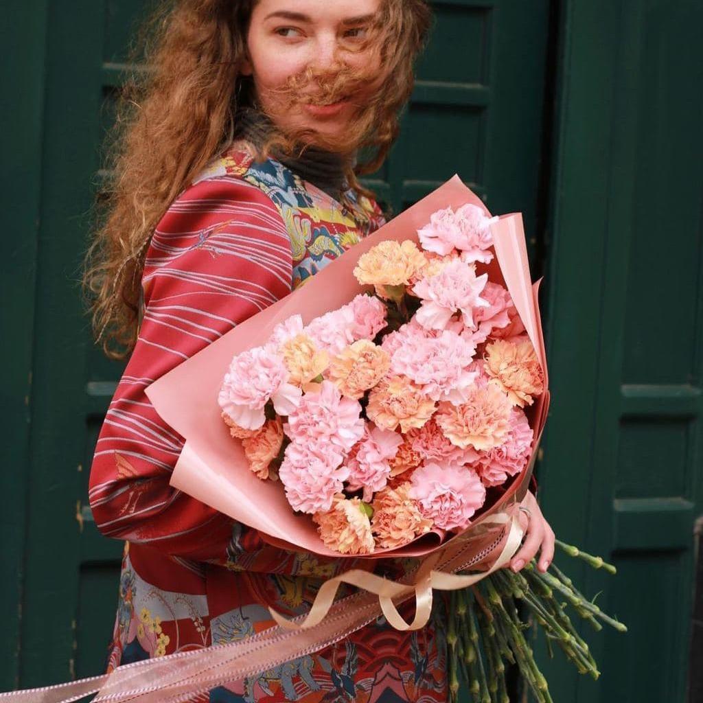 29 нежно-кофейных гвоздик в букете Гвоздики Кофейные Venus in Fleurs