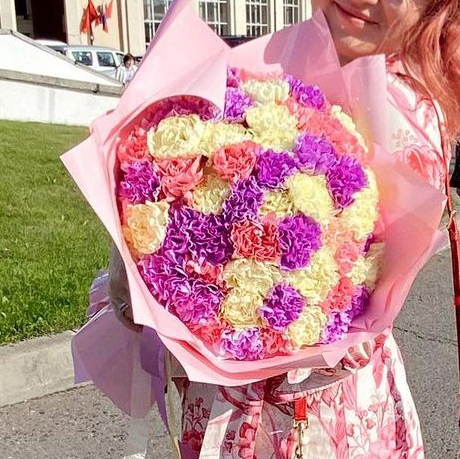 51 разноцветная гвоздика в букете Гвоздики Розовые Venus in Fleurs