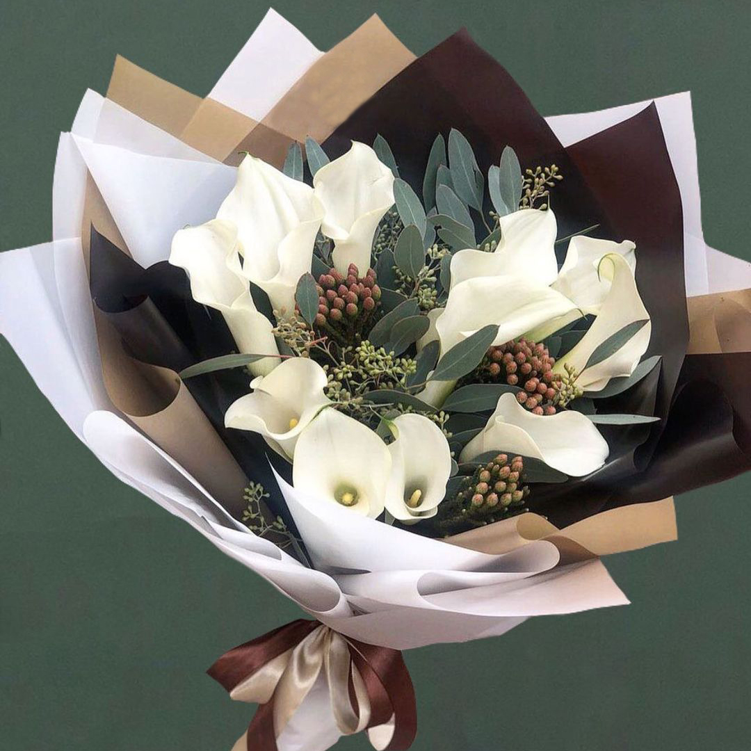9 белых калл с зеленью Каллы Белые Venus in Fleurs