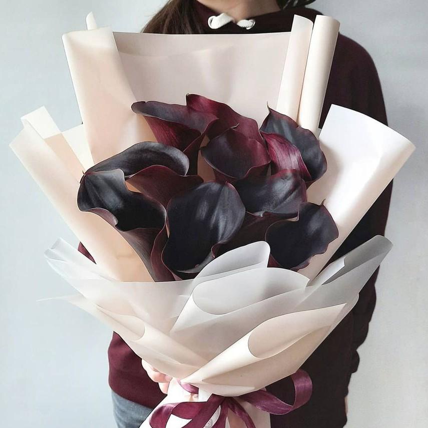 9 черных калл в букете Каллы Черные Venus in Fleurs