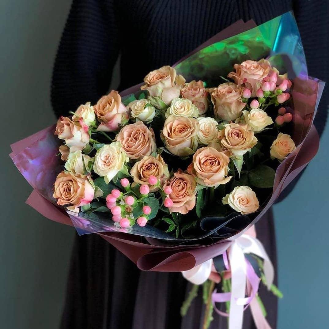 Букет из кофейных и кустовых роз Кофейные розы Кофейные